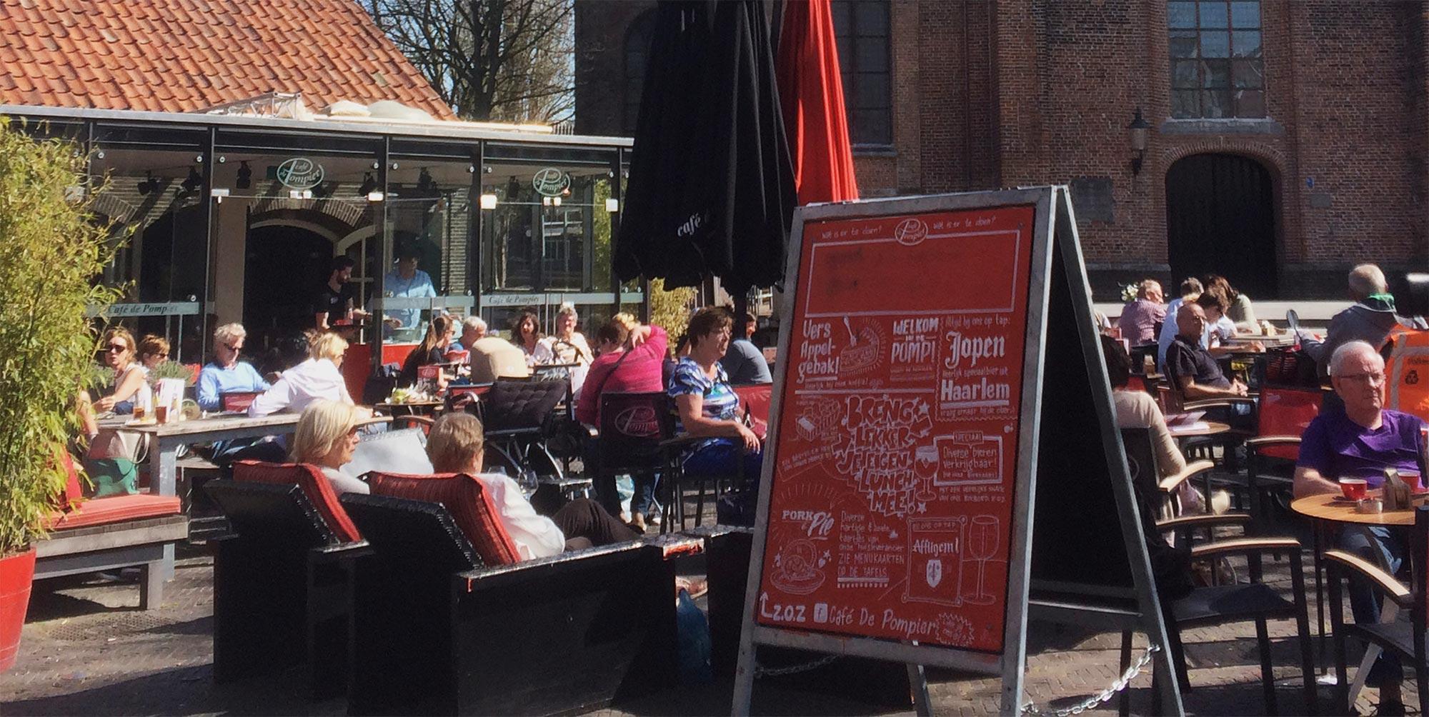 Het terras van Café De Pompier
